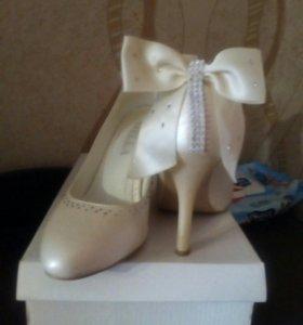 Свадебные туфли с бантом