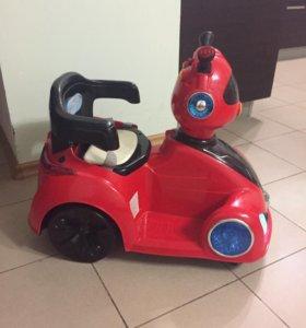 Машинка управляется ребёнком