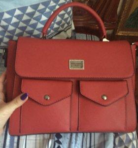 Красная новая сумка