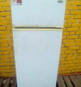 продам холодильник Атлант на запчасти
