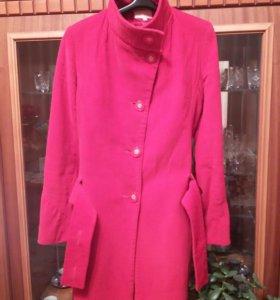 Демисезонное вельветовое пальто