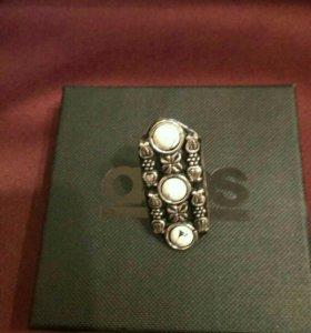 Кольцо в подарочной коробочке ASOS
