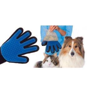 Перчатка для вычесывания шерсти у животных