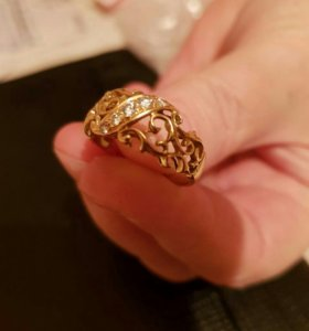 Золотое кольцо с пятью бриллиантами 750 проба