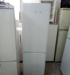 Холодильник lndesit как новый с гарантией