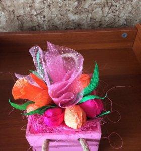 Букет из конфет в деревянной подарочной упаковке