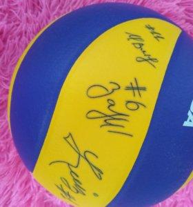 Мяч Mikasa с автографами волейбольной команды