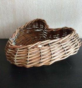 Корзина плетеная в форме сердца