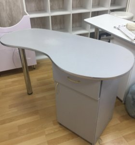Маникюрный стол профессиональный