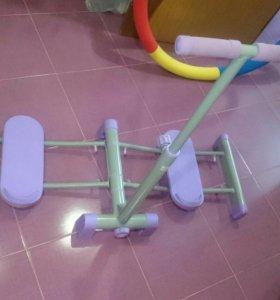 Тренажер для внутренних мышц ног.