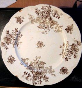 Старинные фарфоровые тарелка и чайница