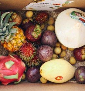 Большая коробка экзотических фруктов из Тайланда