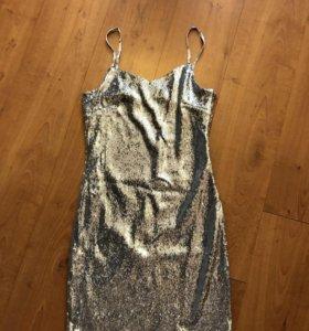 Платье  новое с пайетками XS