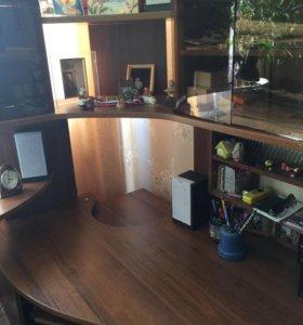 Угловой компьютерный стол , кресло , тумба под СД