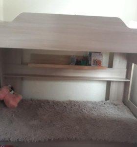 Кровать двухярусная с двумя мотрасами
