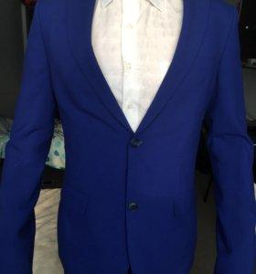 Продам качественный костюм !