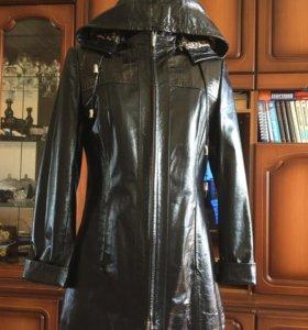 Новая кожаная куртка из натуральной лаковой кожи