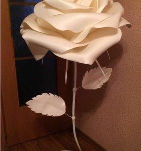 Декоративная ростовая роза из изолона