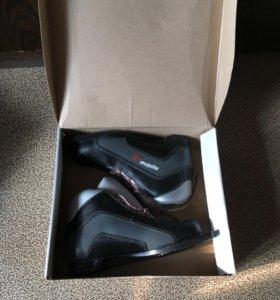 Лыжные ботинки (40 размер)