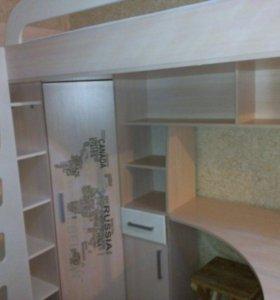 Детская кровать с партой и шкафом