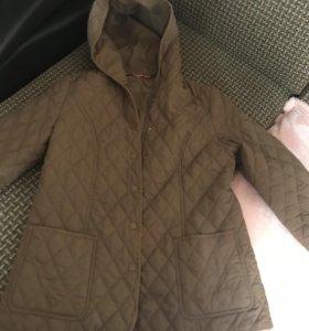 Куртка на весну с капюшоном
