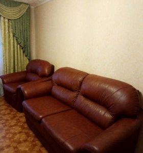Кожанные диван и кресло
