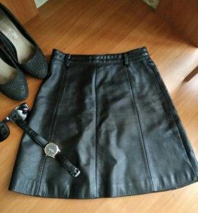 Кожанная чёрная юбка