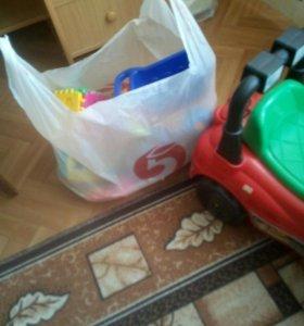 Толокар и пакет игрушек