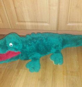 Крокодил плюшевый.