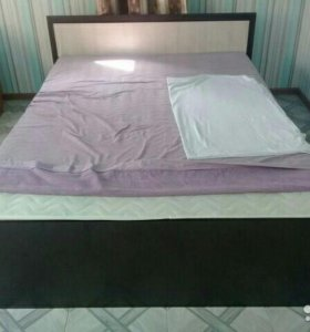 Новое Кровать двухспальная с матрасом