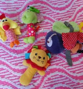 Мягкие игрушки-погремушки