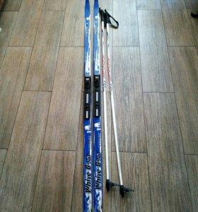 Беговые лыжи с палками и креплениеми