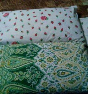 Подушка детская с двумя сатиновыми наволочками.