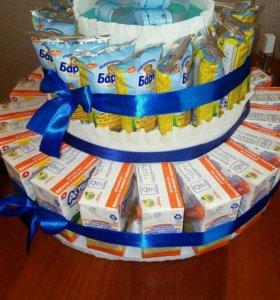 Торт из конфет и сладостей