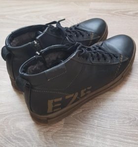 Ботинки зимние р. 42