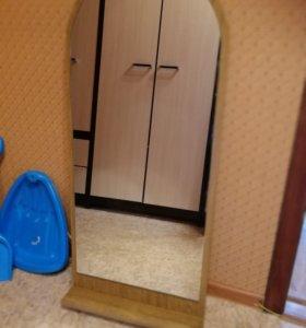 Зеркало и вешалки в прихожую