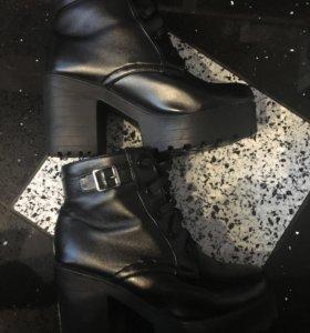 Ботинки б/у в идеальном состоянии.