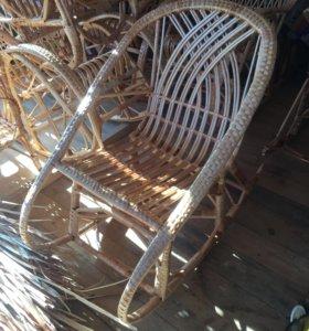 Кресло- качалка из лозы. Ручная работа. Новая.