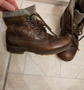 Ботинки на мальчика 30 и 34 размер