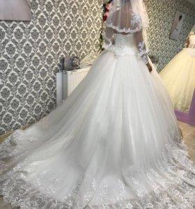 Платье свадебное со шлейфом, торг уместен