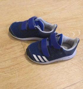 Детские кроссовки adidas размер 20