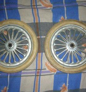 большие и маленькие колеса для тележки