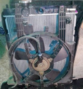 Вентилятор радиатора (диффузор) Nissan Cube Z10