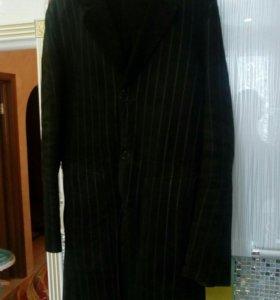 Итальянское мужское пальто продаю.