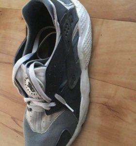 Продам кроссовки Найк Хуарачи