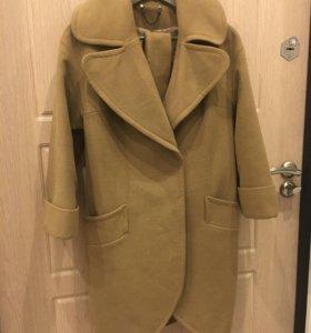 Пальто весеннее в хорошем состоянии,размер 42