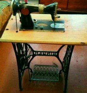 Швейная машина .Старинная.