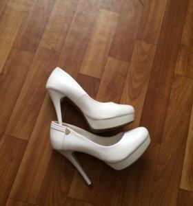Продам женские свадебные туфли 👢