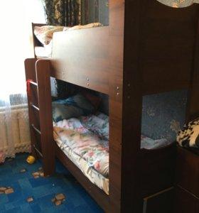 Кровать двух ярусная с матрасоми