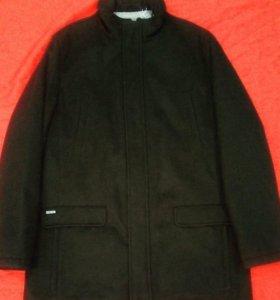 Демисезонное драповое мужское пальто
